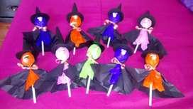 Brujitas hechas con dulce y papel para halloween