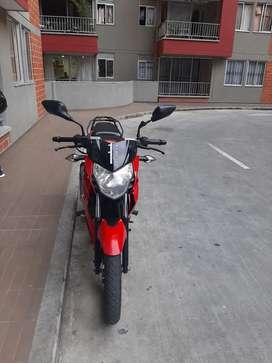 Vendo moto pulsar 135 el buenas condiciones papeles al dia y con transpaso de una