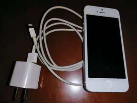 Iphone 5 en excelente estado con cargador original