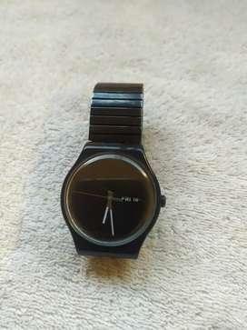 Reloj swatch con malla elástica