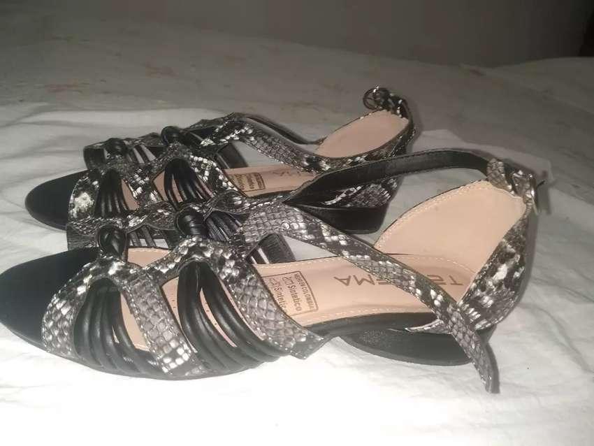 Sandalias de dama nuevas 0