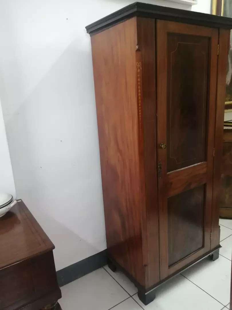 Mueble ropero antiguo
