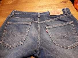 Pantalón levis