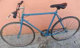 Bicicleta FIXIE con manubrio de competición y par de manillares originales.