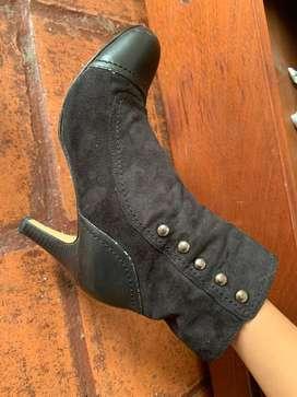 Zapatos botas de taco botines gamuza segunda mano  Perú