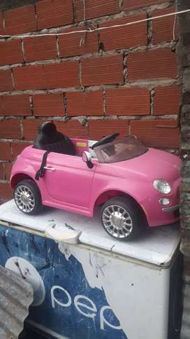Vendo auto para niña usado a batería y control remoto