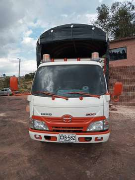 Camioneta Estacas Hino 300 Dutro