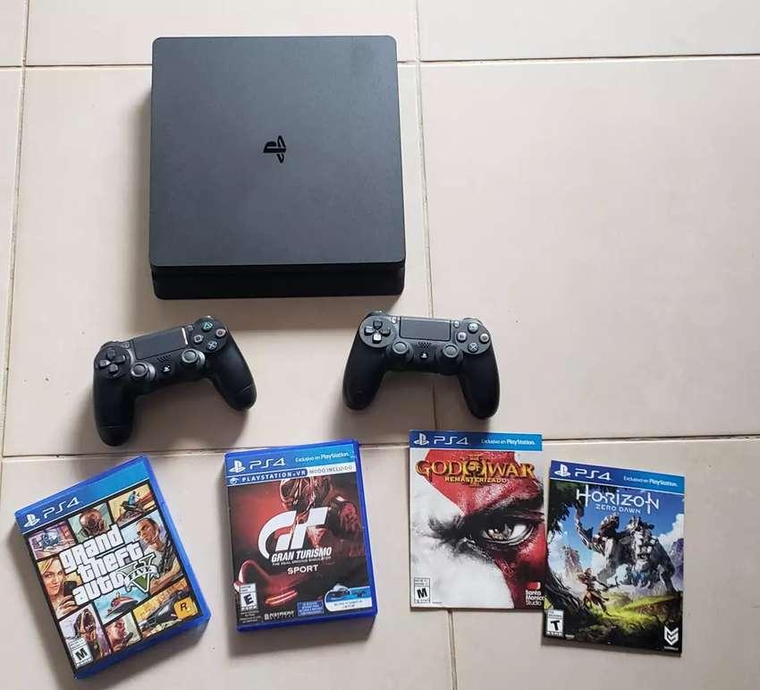PS4 SLIM 500 GB - Casi Nueva - 1 mes de uso 0