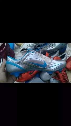 Se vende Botines Nike Talle 42