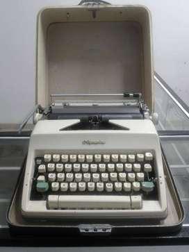Maquina De Escribir Olympia International Deluxe Portable