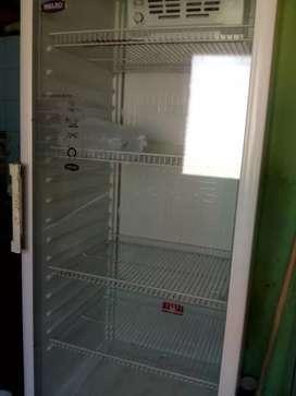 Vendo heladera exibidora para reparar tiene problemas eléctricos