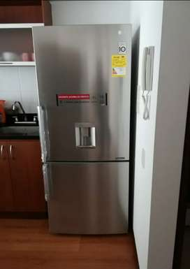Nevera LG congelador inferior No Frost 403 Lt plateada