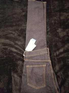 Jean azul oscuro marca H&M