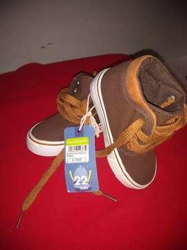Se vende zapatillas Yamp 22