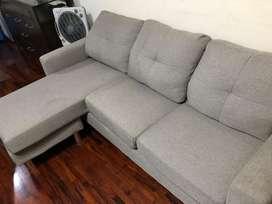 Sofa gris en forma de L