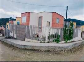 De opotunidad se vende hermosa casa esquinera