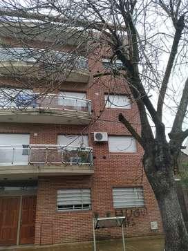 Inmobiliaria Alquila Departamento de un dormitorio en calle 4 entre 68 y 69.