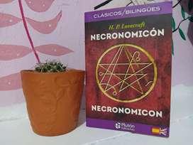 Clásicos/ Bilingües - Necronomicón, H.P. Lovecraft