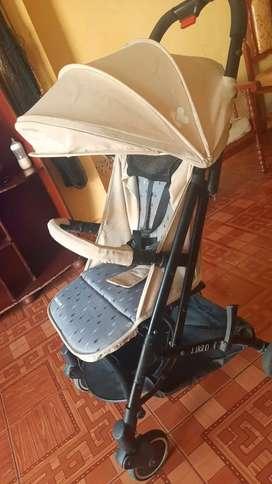 Coche para bebe..tipo maleta fácil d llevar..color beige