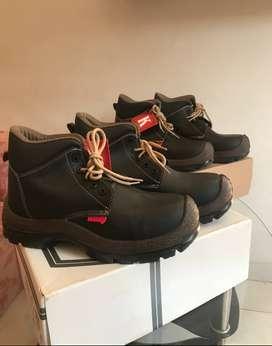 botas nuevas para trabajar