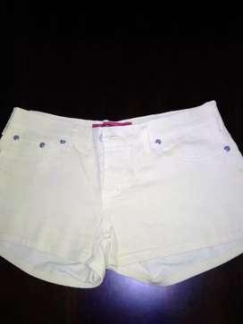 Shorts amarillo