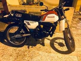 VENDO MOTO KAWASAKI MODELO 1990, TIPO ENDURO KE 125CC