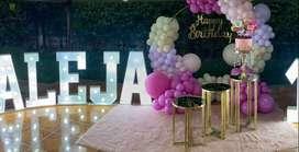 fondo luxury, mesas decorativas para fiestas, renta de mobiliario para eventos, letras luminosas, cubos transparentes