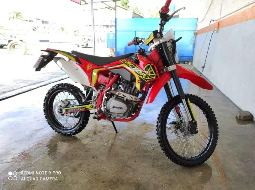 Venta de Moto Factory 190