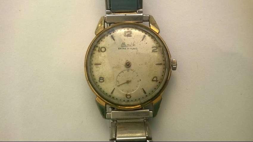 Reloj Mondia A Cuerda Enchapado Plaque Oro 10
