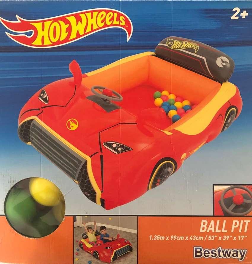 Carro inflable con pelotas 0
