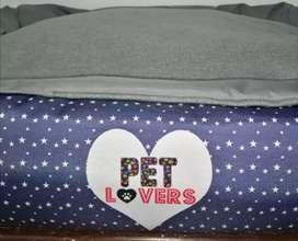 Espectacular cama para mascotas PET LOVERS. Cama para perro. Diseños exclusivos. Envíos nacionales. Tarjetas.