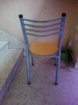 Vendo por mayor o menor sillas y mesas