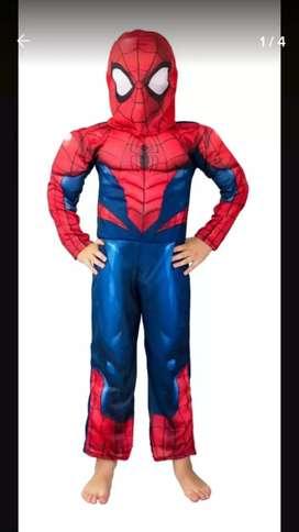 Disfraz con músculos Marvel
