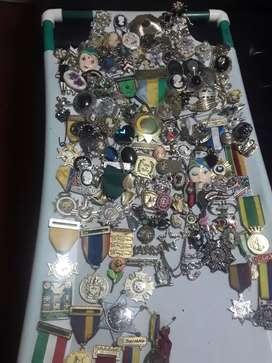 Prendedores y medallas antiguas