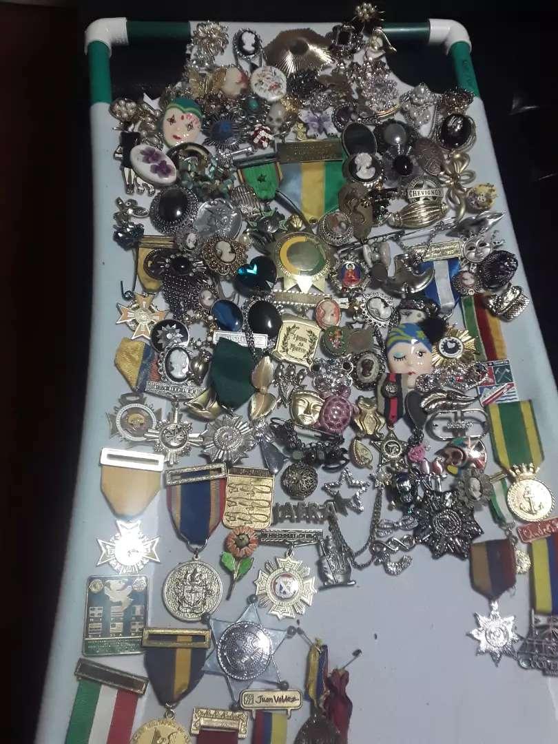 Prendedores y medallas antiguas 0