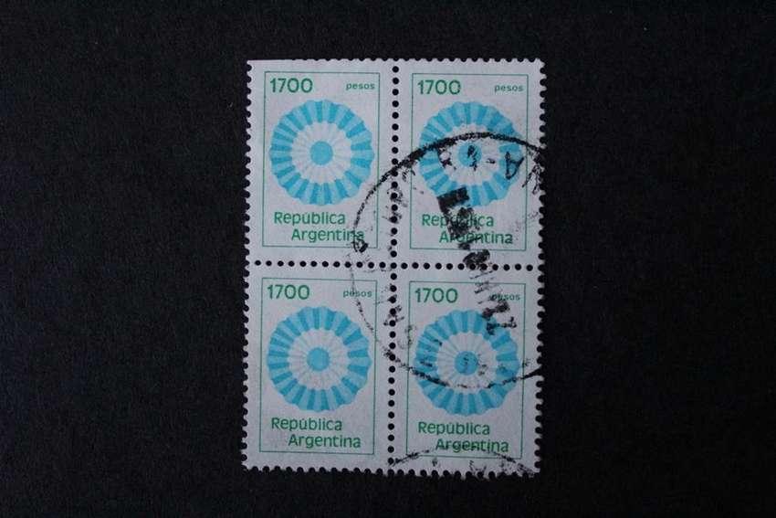 CUADRO ESTAMPILLAS ARGENTINA, 1982, ESCARAPELA, VALOR FACIAL  1700.- USADAS 0