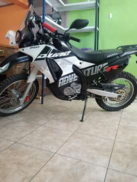 Vendo moto 250 ssenda Duro