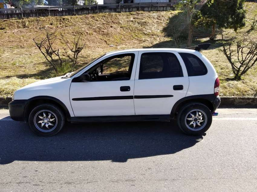VENDO HERMOSO CORSA 2001 0