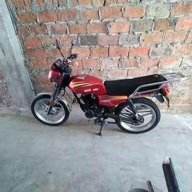 Se vende hermosa   moto   150 cc  En 525 negociable