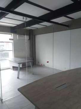 Divisiones de oficinas y fachadas para locales en vidrio templado