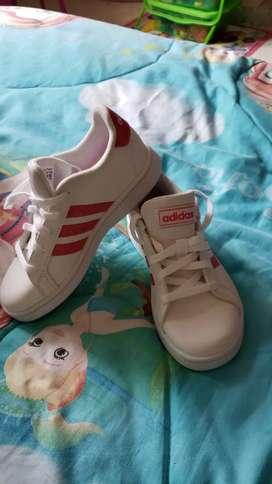 Tennis Adidas para niña