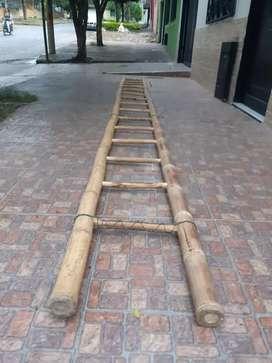 Escalera de guadua y madera de 5.5 metros