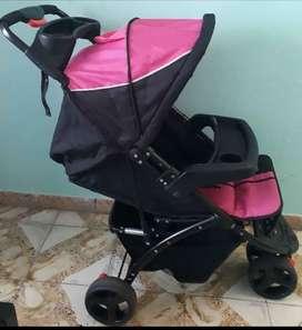 Vendo o cambio coche para niña con porta bebe marca Jumpy