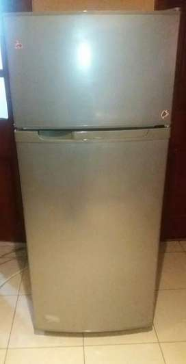 Refrigeradora cromada