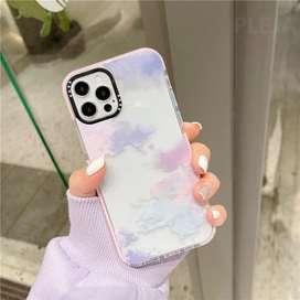 Estuche de nubes para IPhone