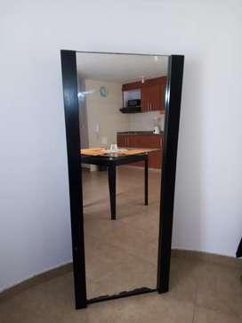 Espejo de pedestal