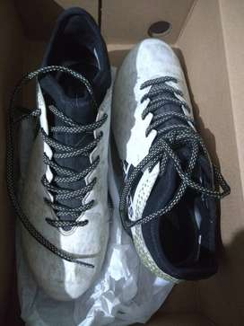 Botines Adidas 7.5 / 40