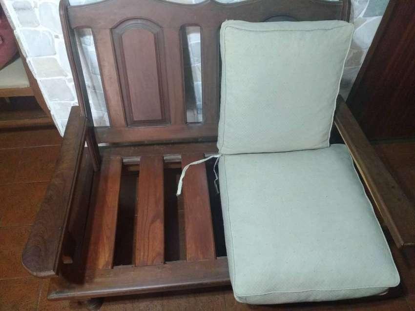 Vendo juego de sillones de algarrobo en perfecto estado 0
