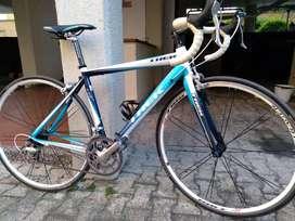 Bicicleta de ruta TREK