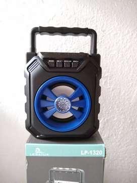 Parlante portátil con Bluetooth inalámbrico con luz led legatus LP-1320